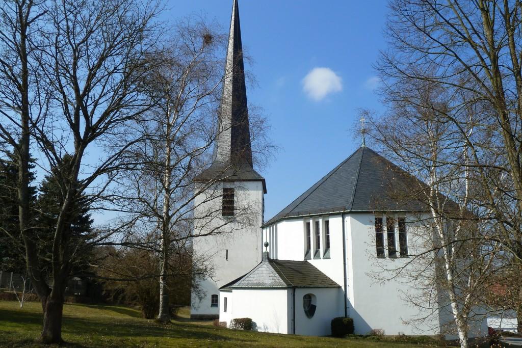 Christuskirche vom Pfarrgarten aus