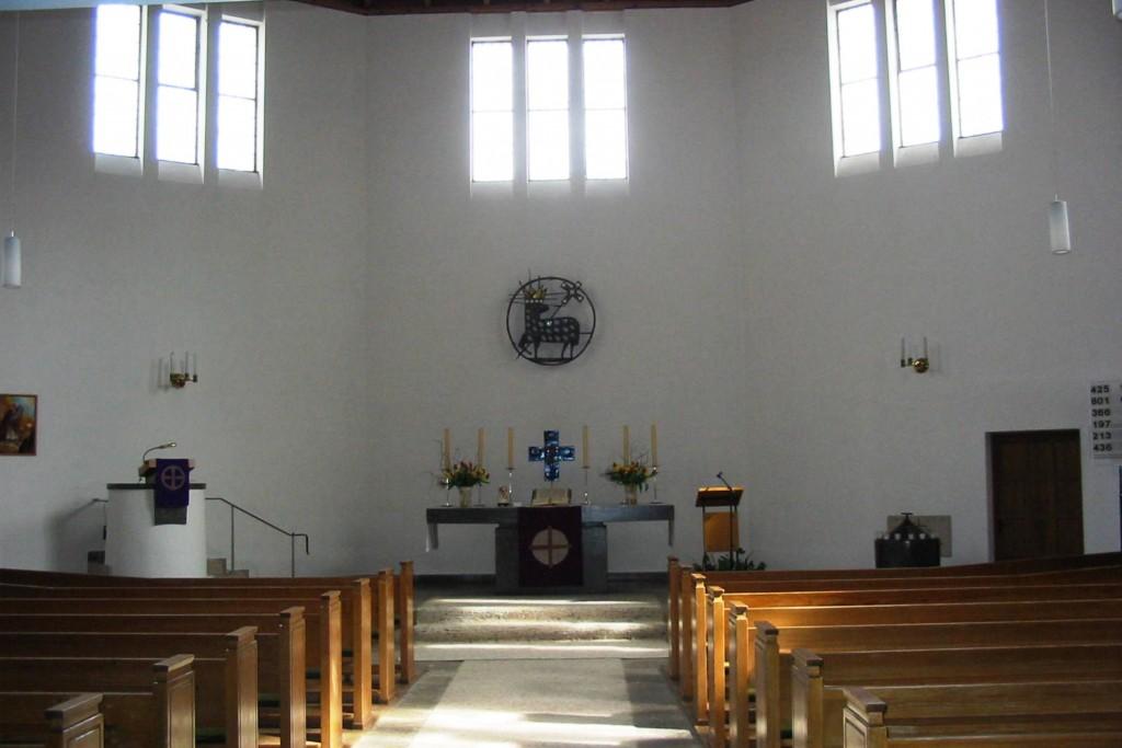 Blick vom Eingang auf den Altar