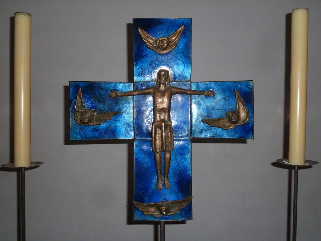 Altarkreuz aus Email und Bronze